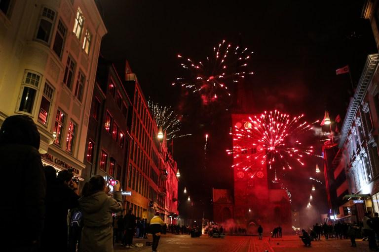 Đốt pháo hoa năm mới
