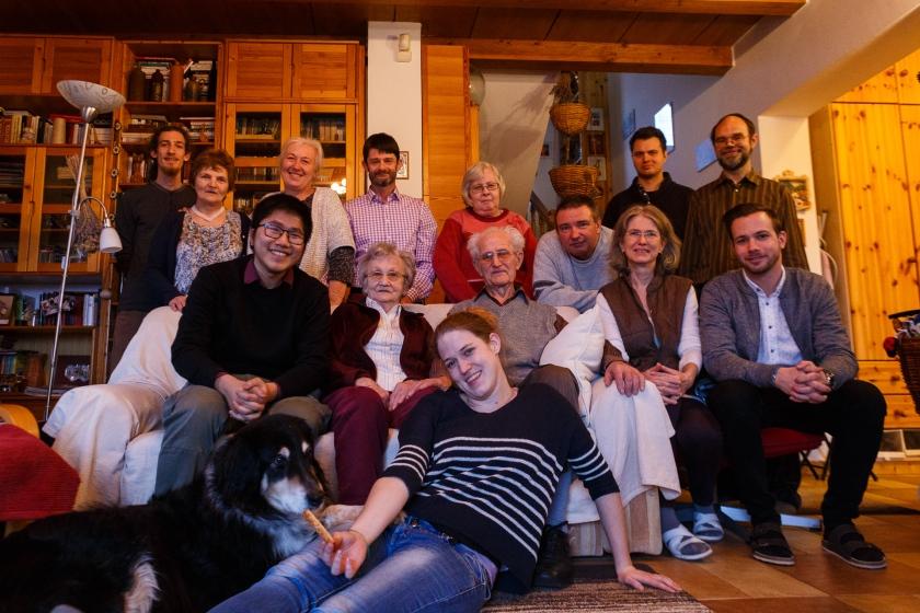 Tác giả chụp ảnh cùng với gia đình